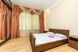 №11461329, сдается посуточно трехкомнатная квартира, 3 комнаты, площадь 75 м², ул.Костельная, 6, г.Киев, Киевская область, Украина