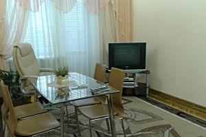№9505458, сдается посуточно квартира, 2 комнаты, площадь 55 м², ул.Малая Житомирская, 10, г.Киев, Киевская область, Украина