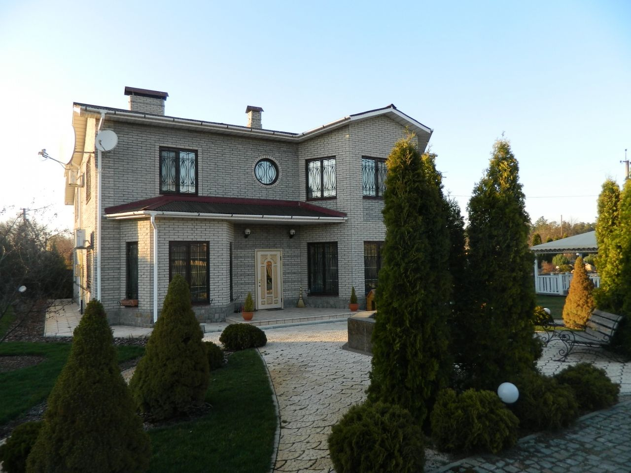 дом построен в 2006г. по дизайнерскому проекту. общая площадь дома 274 кв.м жилая 1...